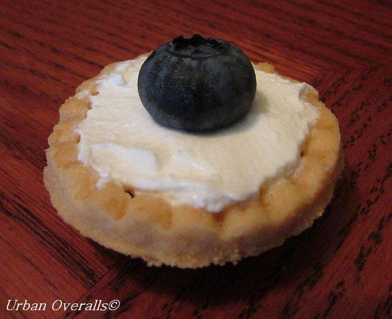 mascarpone with blueberry
